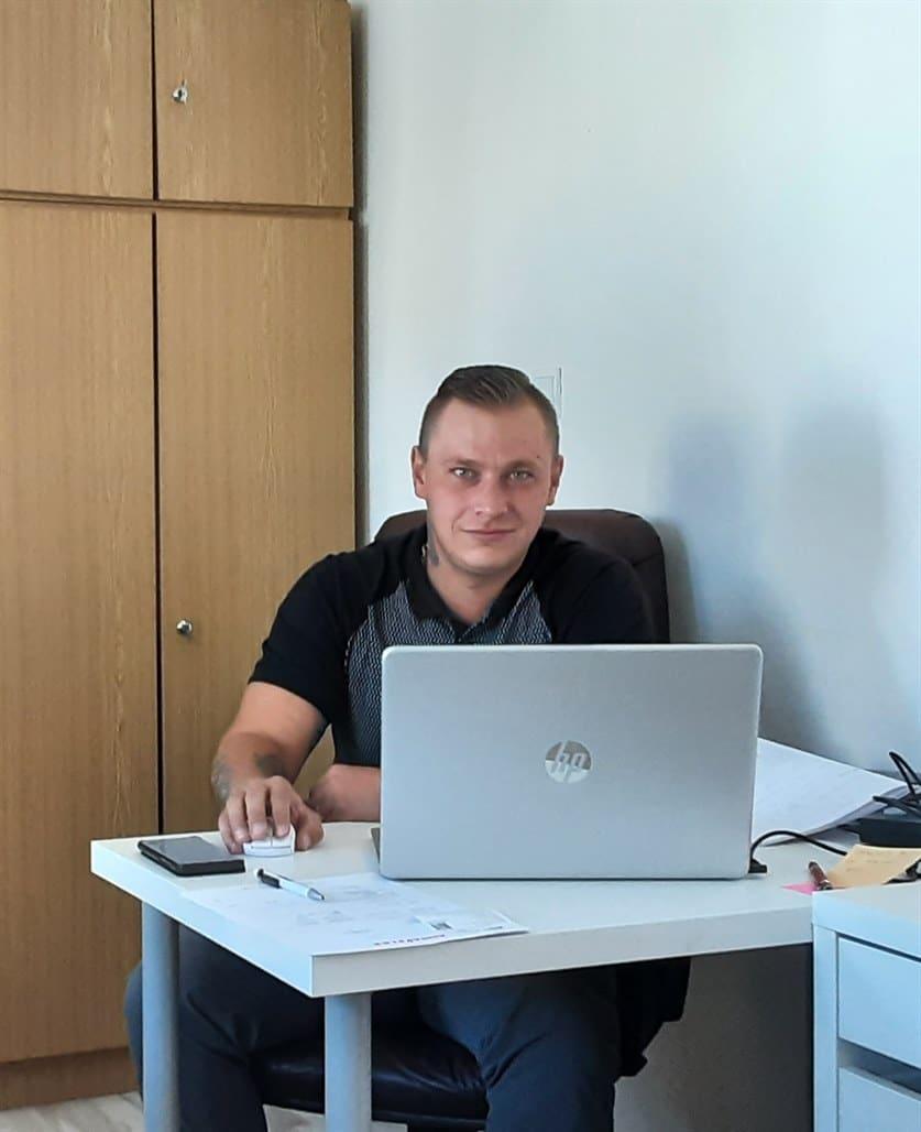 Jakub manazer operativy - unicarback